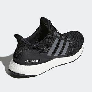 Ultra Boost // 4.0 Adidas Originals Black Sneaker
